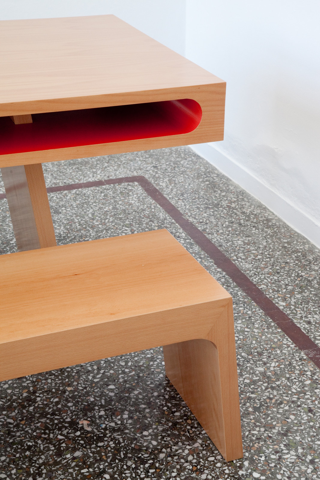 Red Slot Table